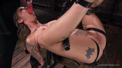 Alt beauty Kleio Valentien gets her shaved pussy drilled and punished BDSM