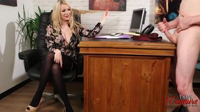 <p>Blond babe Penny Lee Enjoys watching a guy</p>