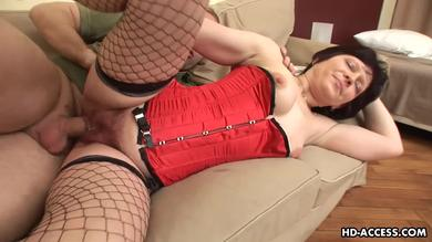 <p>Older milf with hairy vagina getting nailed meaty by young member</p>