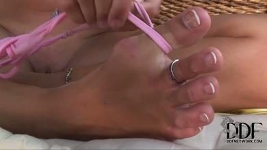 Alise Alanis has a foot fetish