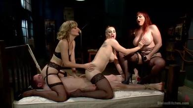 Femdoms play with one lucky guy