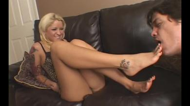 Blonde babe gets her feet worshiped by fetish guy