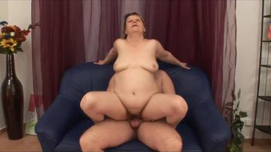 Moist BBW mature can still ride