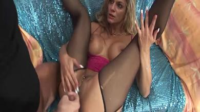 <p>Gold Win Pass:big titted blonde slut gets fist screwing in close up shots</p>