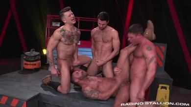 <p>Horny Gay Muscled hunks with big dicks Enjoy sexing strong in Group Gender</p>
