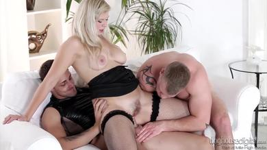 <p>Steamy Bisexual Threesome Featuring Barbara Nova</p>