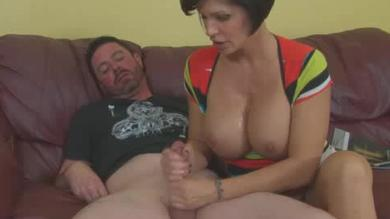 <p>Brunette big titty mature milf gives Tiity fuck and a Handjob</p>