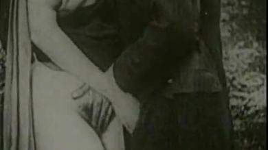 <p>Vintage Silent Film Of Threesome And Watersports Fucking</p>