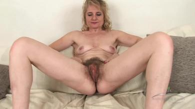 <p>Mature slut Isabella Diana teasing her hairy twat in solo</p>