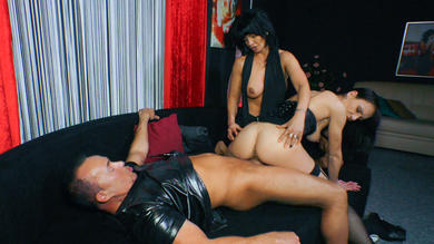 <p>German threeway with slutty mature brunette swingers</p>