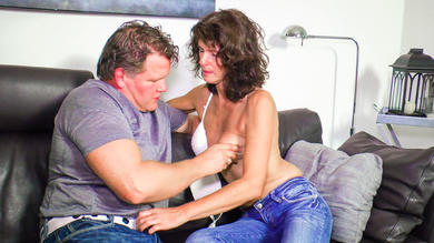 <p>Newbie in her 40s goes for fuck on tape</p>