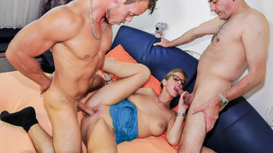 <p>Mature German blondie Jana L. enjoys two penises in MMF threeway</p>