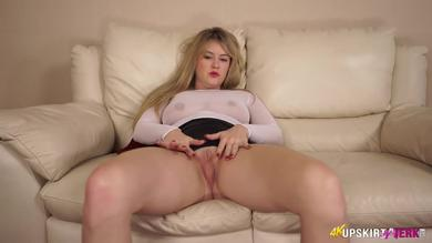 <p>Watch British blondie Brook Little booty and shaved vagina in her solo</p>